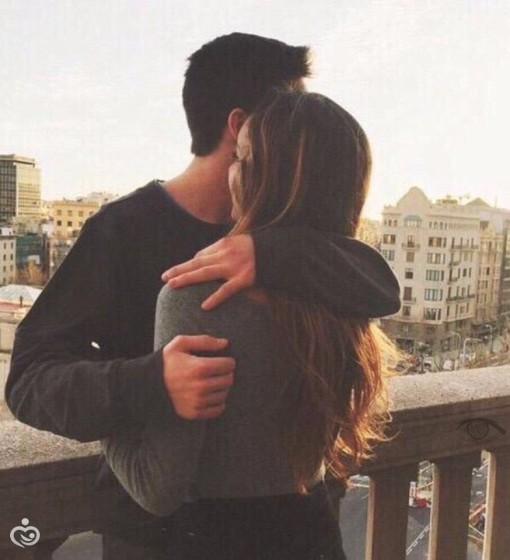 Как сделать чтобы парень обнял тебя но