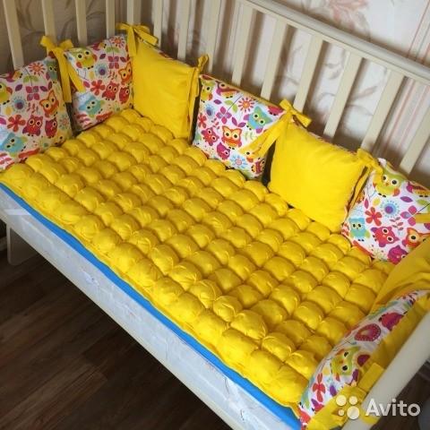 Бортик в кроватку из подушек своими руками