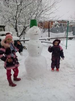 гуляем и лепим снеговика