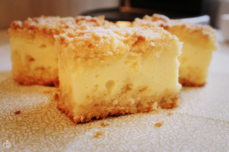 Десерт с творожной начинкой.