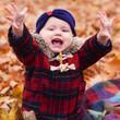 непередоваемые эмоции от осенних листьев у доченьки!