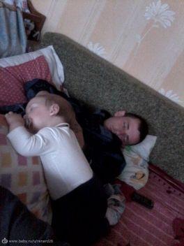 Хороший сон,когда любимый папа рядом!